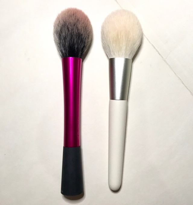 Real techniques blush brush (left), Bisyodo Alba Powder & Finishing brush (right)